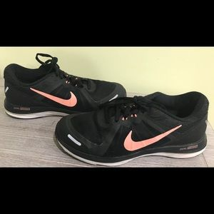 Nike duel fusion x2 size 7 1/2 black/coral vgc